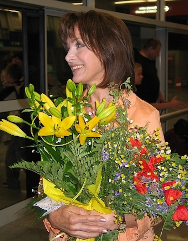 http://irenajarocka.pl/webdocs/image/2016/KG/Irena-foto-z-kwiatami-2008.JPG