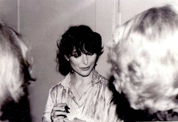 http://irenajarocka.pl/webdocs/image/2016/KG/Irena-rozdaje-autografy-garderoba-Katowice-1980-2.jpg