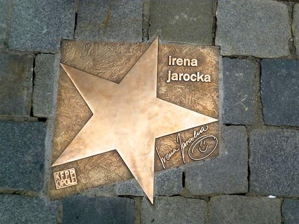 http://irenajarocka.pl/webdocs/image/2016/KG/Odsloniecie-gwiazdy-na-rynku-w-Opolu-1.jpg