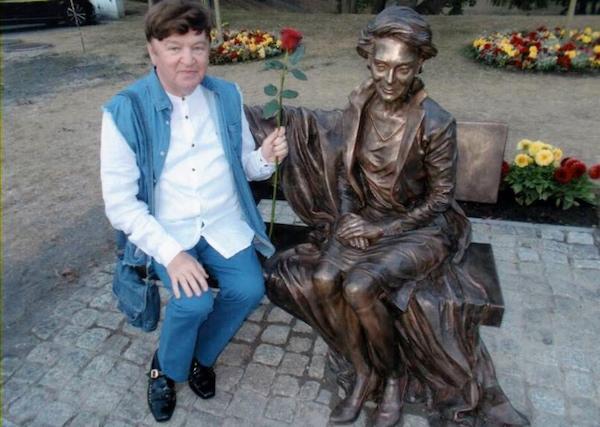 http://irenajarocka.pl/webdocs/image/2018/KG/Bohdan-Gadomski-przy-pomniku-Ireny-Miedzyzdroje-3.jpg