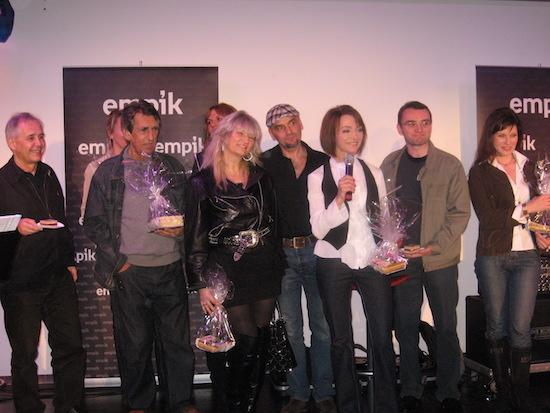 http://irenajarocka.pl/webdocs/image/2018/KG/Empik-premiera-CD-Male-rzeczy-zdjecie-grupowe-producenci-autorzy.jpg