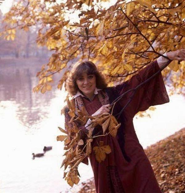 http://irenajarocka.pl/webdocs/image/2019/KG/Irena-jesienna-1978-2.jpeg