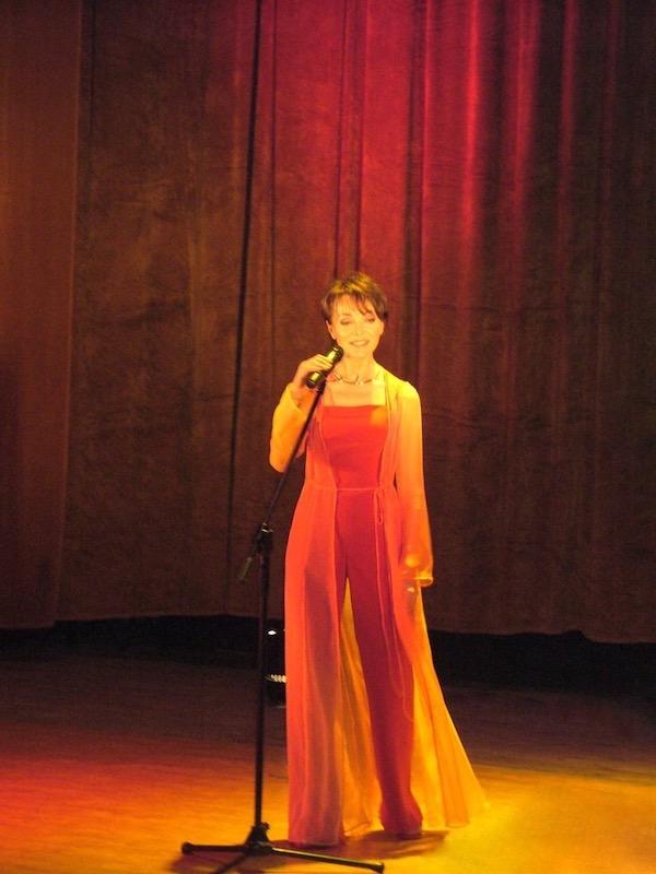 http://irenajarocka.pl/webdocs/image/2019/KG/Irena-koncert-Jozefow-2008.jpeg