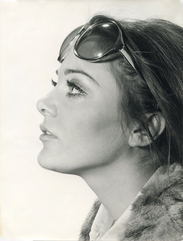 http://irenajarocka.pl/webdocs/image/2019/KG/Irena-w-okularach-profilParyz-1970-fot-Claude-Delorme.jpeg