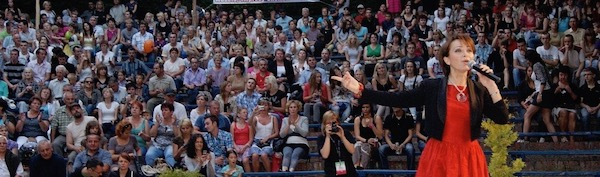 http://irenajarocka.pl/webdocs/image/2019/KG/Irena-zdjecie-koncertowe-KG-11-05-2018-1.jpeg