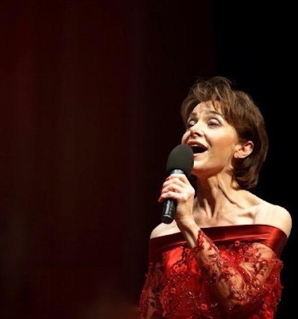 http://irenajarocka.pl/webdocs/image/2019/KG/Irena-zdjecie-koncertowe-KG-11-05-2018-24.jpeg