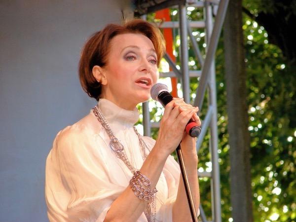 http://irenajarocka.pl/webdocs/image/2019/KG/Irena-zdjecie-koncertowe-KG-11-05-2018-30.jpeg