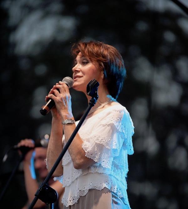 http://irenajarocka.pl/webdocs/image/2019/KG/Irena-zdjecie-koncertowe-KG-11-05-2018-42.jpeg