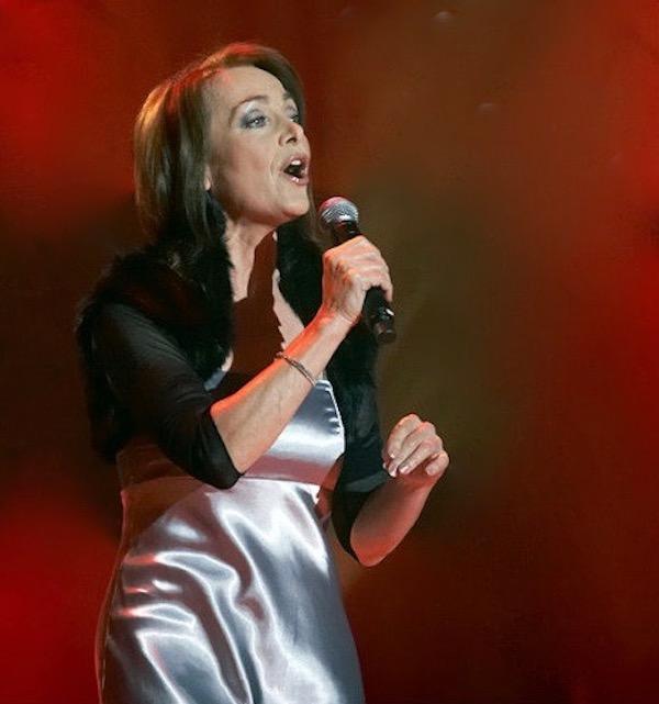 http://irenajarocka.pl/webdocs/image/2019/KG/Irena-zdjecie-koncertowe-KG-11-05-2018-43.jpeg