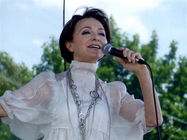 http://irenajarocka.pl/webdocs/image/2019/KG/Irena-zdjecie-koncertowe-KG-11-05-2018-50.jpeg