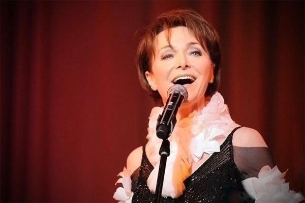http://irenajarocka.pl/webdocs/image/2019/KG/Irena-zdjecie-koncertowe-KG-11-05-2018-51.jpeg
