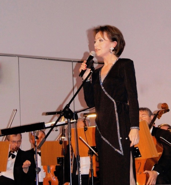 http://irenajarocka.pl/webdocs/image/2019/KG/Irena-zdjecie-koncertowe-KG-11-05-2018-54.jpeg