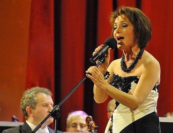 http://irenajarocka.pl/webdocs/image/2019/KG/Irena-zdjecie-koncertowe-KG-11-05-2018-58.jpeg