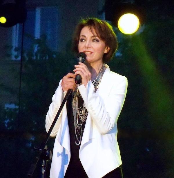 http://irenajarocka.pl/webdocs/image/2019/KG/Irena-zdjecie-koncertowe-KG-11-05-2018-6.jpeg