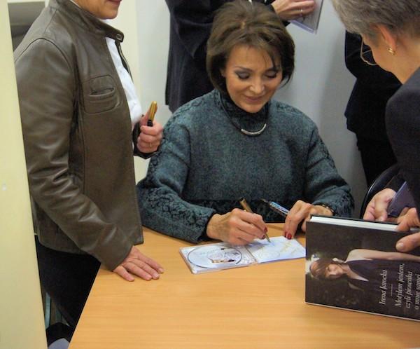 http://irenajarocka.pl/webdocs/image/2019/KG/Plock-premiera-CD-Poniewaz-znow-sa-Swieta-autografy.jpeg