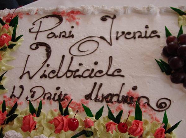 http://irenajarocka.pl/webdocs/image/2019/KG/Tort-urodzinowy-dla-Ireny-2007.jpg