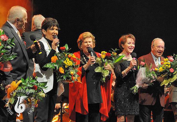 http://irenajarocka.pl/webdocs/image/2021/KG/Irena-Dni-Bielska-Bialej-z-Maria-Koterbska-grupowe-2010.jpg